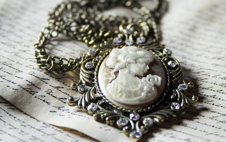 tips vintage jewelry
