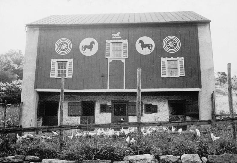 Pennsylvania Dutch-style barn