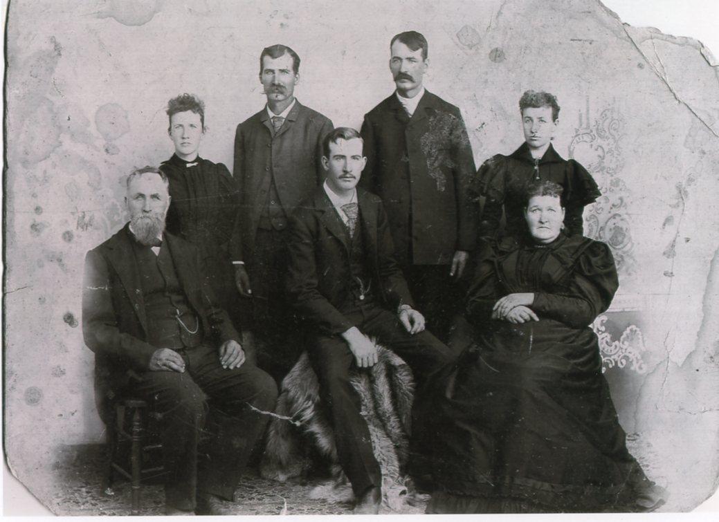 old family photo Findlay family 1890s