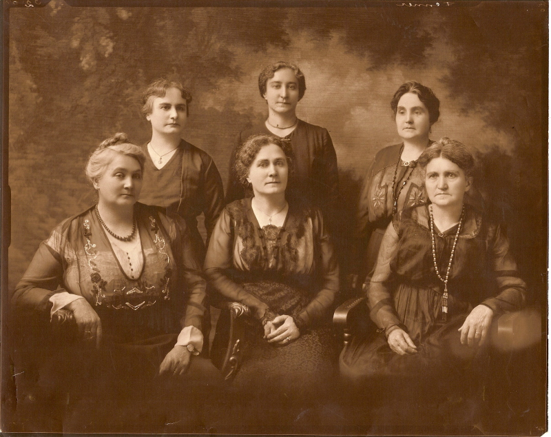 Hunter sisters-six of themEMAIL SIZE-circa after 1892.jpg