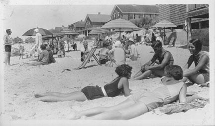 people-on-the-beach-watch-h_1fb8582c4b.jpg