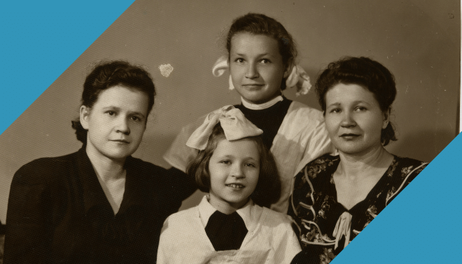 Old portrait of women in a family with blue corners.
