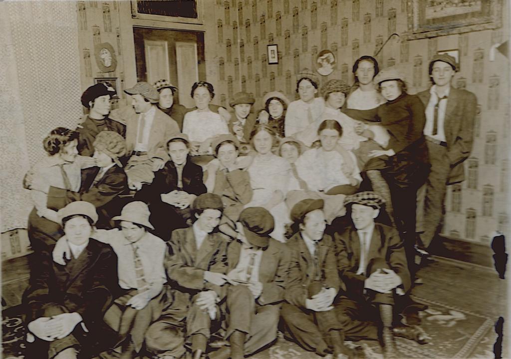 old photo women dressed men