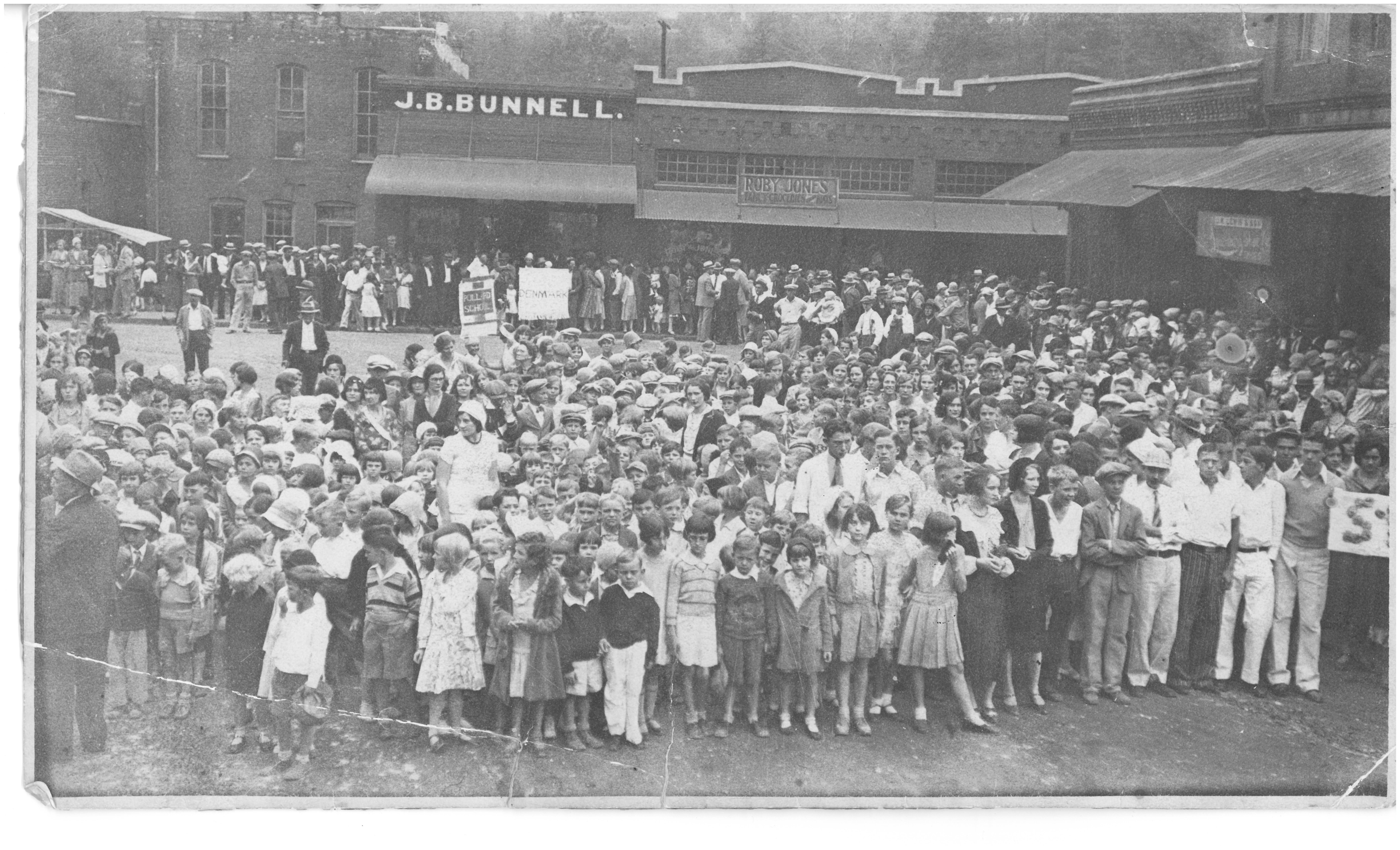 crowd photo 1920's