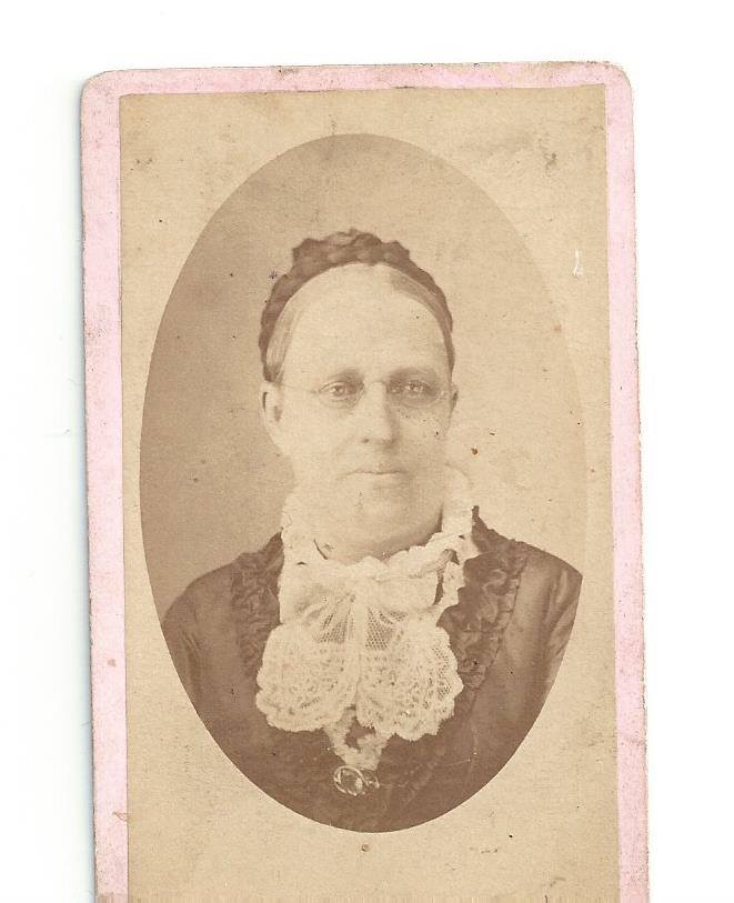 maureen photo detective identifying people old photographs clues