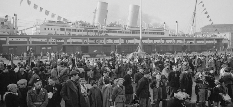 Settlers departing from the port of Naples, October 29, 1939, Genoa port, Italy, 20th century.