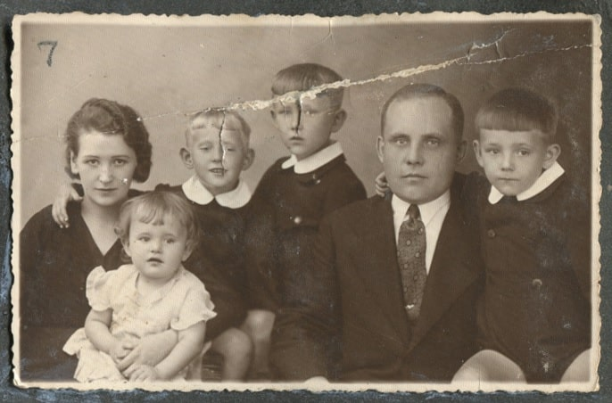 Black and white photo of a Polish family.