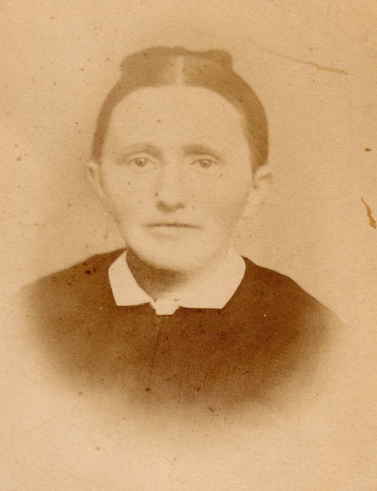 photo identification clues